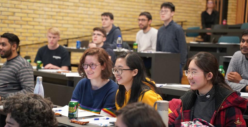 Studerende på danskuddannelse i PD3, PD2 og FVU, hvor du kan lære dansk sprog