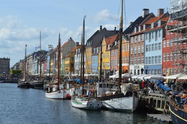 Brug en FVU dansk i samfundet til at møde venner
